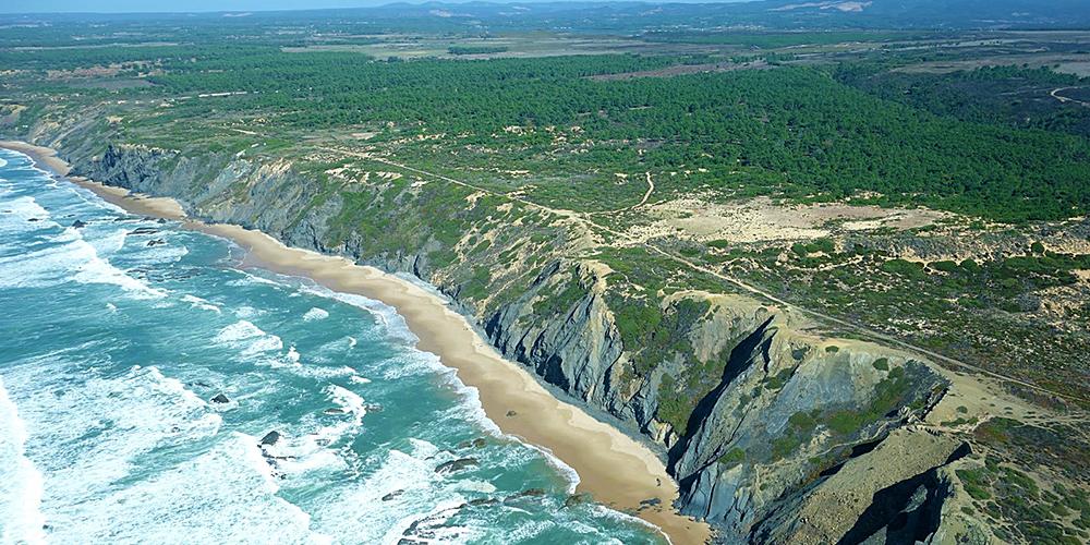 Best Hidden Beaches in Algarve